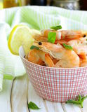 Shrimp cooked with lemon and basil Royalty Free Stock Photos
