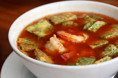 Shrimp and fried egg sour soup Stock Photography
