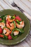 Shrimp, grapefruit and spinach salad Royalty Free Stock Photos