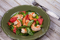 Shrimp, grapefruit and spinach salad Stock Images