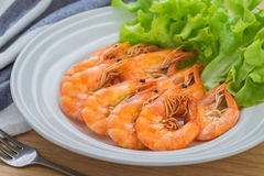 Shrimp with lettuce on plate Stock Photography