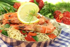 Shrimp with mie noodles and leek Royalty Free Stock Images