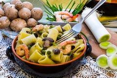 Shrimp and Mushroom Pasta in ceramic clay pot Royalty Free Stock Photos