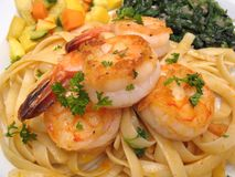 Shrimp With Pasta & Vegetables Stock Photography