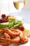 Shrimp and salad Stock Photography