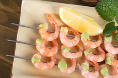 Shrimp on skewers with wasabi sauce Royalty Free Stock Images