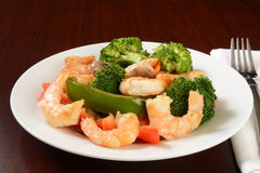 Shrimp stir fry. A plate of healthy shrimp stir fry with broccoli and peppers Royalty Free Stock Image