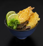 Shrimp Tempura with fresh salad of seaweed, Royalty Free Stock Photography