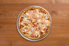 Shrimp Thin Crust Pizza_2013-1. Shrimp Thin Crust Pizza on a desk Royalty Free Stock Photos