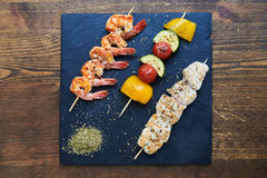 Shrimp, tomatoes, yellow peppers, zucchini and chicken on skewer Stock Photography