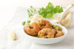 Shrimps with garlic, olive oil and parsley in sherry sauce in a Royalty Free Stock Images
