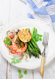 Shrimps with green asparagus Royalty Free Stock Photography