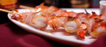 Shrimps grilled on skewers Royalty Free Stock Photography