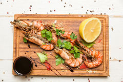 Shrimps with lemon and sauce Stock Photography