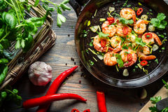 Shrimps on pan with fresh herbs Stock Photography