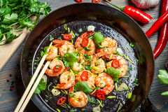 Shrimps on pan with fresh herbs Royalty Free Stock Photography