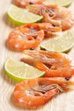 Shrimps with parsley and lemon Royalty Free Stock Photography