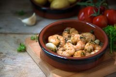Shrimps or prawns in garlic and olive oil in a tapas bowl, a spa Royalty Free Stock Photos