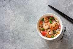 Shrimps, rice noodles, peas and grapefruit salad Royalty Free Stock Photography