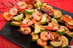 Shrimps skewers with vegetables Stock Photography