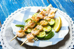 Shrimps skewers with zucchini Royalty Free Stock Image