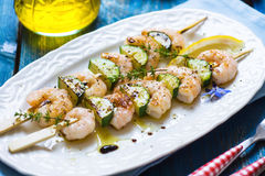 Shrimps skewers with zucchini Royalty Free Stock Images