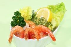 Shrimpscocktail avec le citron image stock