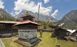 Shrine in Kanchenjunga. Old buddhist shrine in Nepal near Kanchenjunga Royalty Free Stock Photos