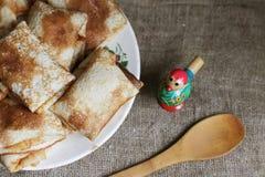 Shrovetide, ρωσικές παραδοσιακές τηγανίτες - blini Στοκ Εικόνα