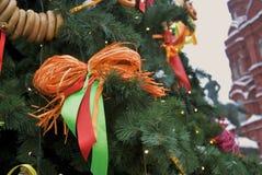 Shrovetide dekorer på trädet Shrovetide beröm i den Moscow staden centrerar Arkivbild