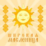 Shrovetide of Maslenitsa Zon met gezicht Prentbriefkaar met traditie royalty-vrije stock fotografie