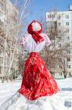 Shrovetide in Rusland Grote pop voor het branden Stock Afbeeldingen