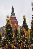 Shrovetidedecors op de boom De viering van Shrovetide in de stadscentrum van Moskou Royalty-vrije Stock Foto