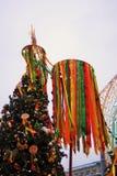 Shrovetidedecors op de boom De viering van Shrovetide in de stadscentrum van Moskou Stock Afbeelding