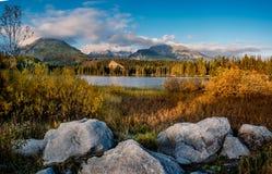 Shtrbske pleso湖在秋天 斯洛伐克高Tatras山 免版税图库摄影