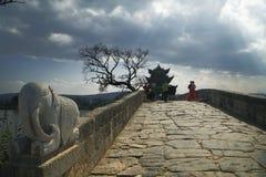 Shuanglong bro Arkivbild