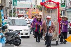 SHUEISHANG, TAIWÁN - 19 DE ABRIL: Los desfiles para la adoración de dios Imagen de archivo