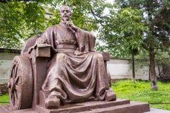 SHUHE, YUNNAN, CHINE - 6 SEPTEMBRE 2014 : Statues de poubelle de Sun Poubelle W de Sun Image libre de droits