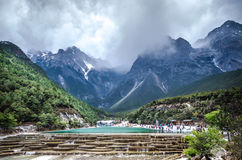 Shui Jade Dragon Snow Mountain de Bai Photographie stock