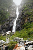 Shumack, Rússia, Sibéria, Altai, as montanhas, caminhando, natureza, florestas, lagos da montanha, curso, cachoeiras, água foto de stock