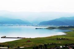 Shumack, Rússia, Sibéria, montanhas, caminhando, natureza, florestas, lagos da montanha, curso, cachoeira, água, o Lago Baikal fotografia de stock
