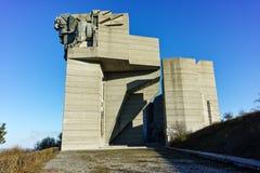 SHUMEN, BULGARIA - 10 DE ABRIL DE 2017: Fundadores del monumento búlgaro del estado cerca de la ciudad de Shumen Imagen de archivo