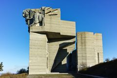 SHUMEN, BULGARIEN - 10. APRIL 2017: Gründer des bulgarischen Zustands-Monuments nahe Stadt von Shumen Stockbild