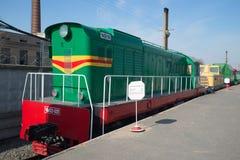 Shunting diesel- lokomotiv CHME3 på järnvägen St Petersburg Royaltyfri Bild