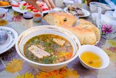 Shurpa, sopa sabrosa, cocina del Uzbek foto de archivo libre de regalías
