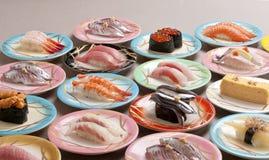shushi生鱼片大餐用虾,三文鱼,金枪鱼的乌贼 免版税库存图片