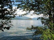 Shuswap sjö och kopparö, F. KR., Kanada Arkivbilder