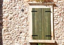 Shuttered Fenster Lizenzfreie Stockbilder
