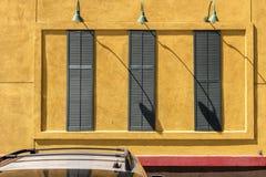 Shutteredvensters en lichten bij Barstow-Post Californië royalty-vrije stock afbeelding