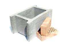 Shuttering Block und zwei Ziegelsteine Lizenzfreie Stockfotos
